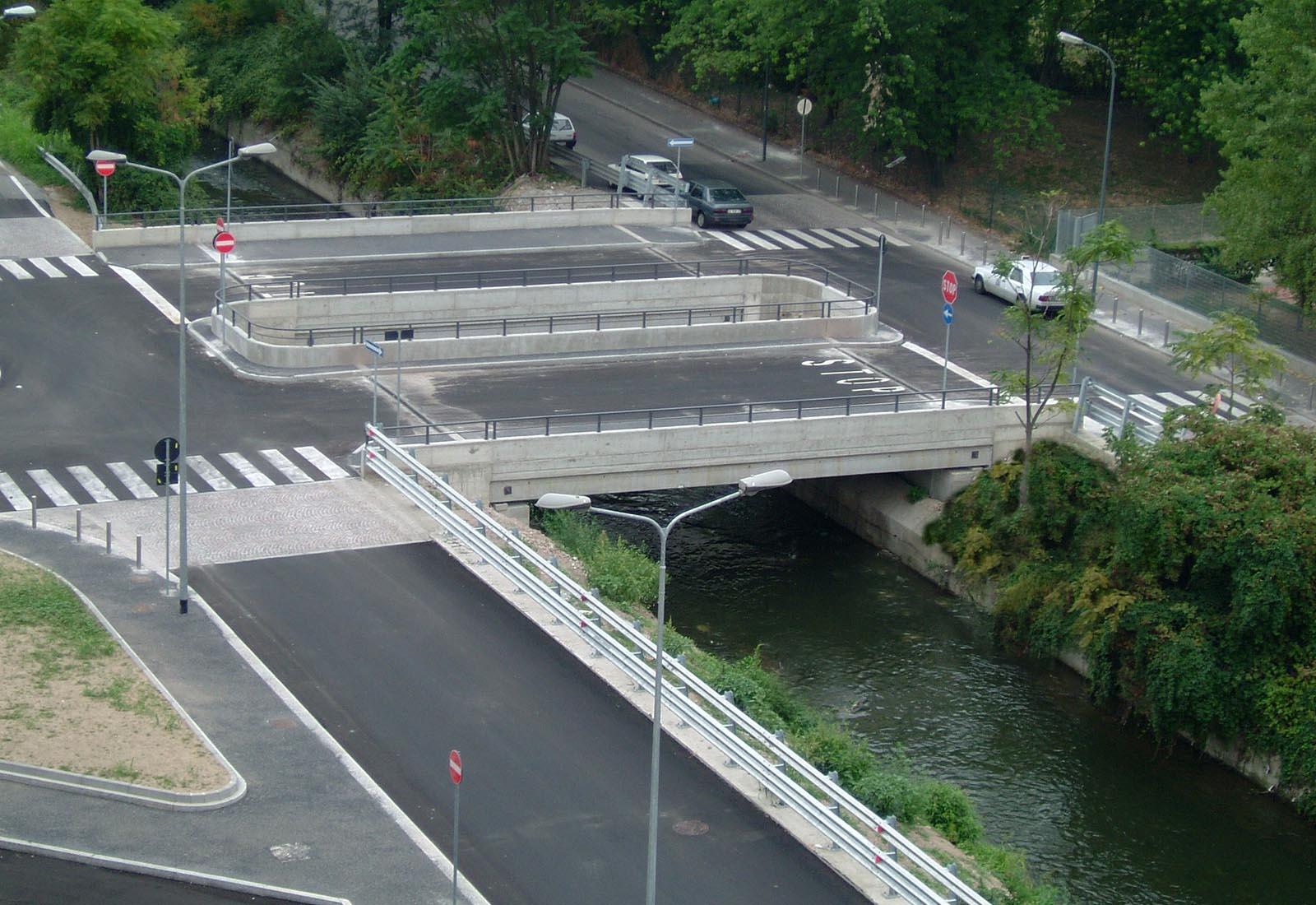 Urbanizzazioni IULM - Il ponte sul colatore Lambro meridionale