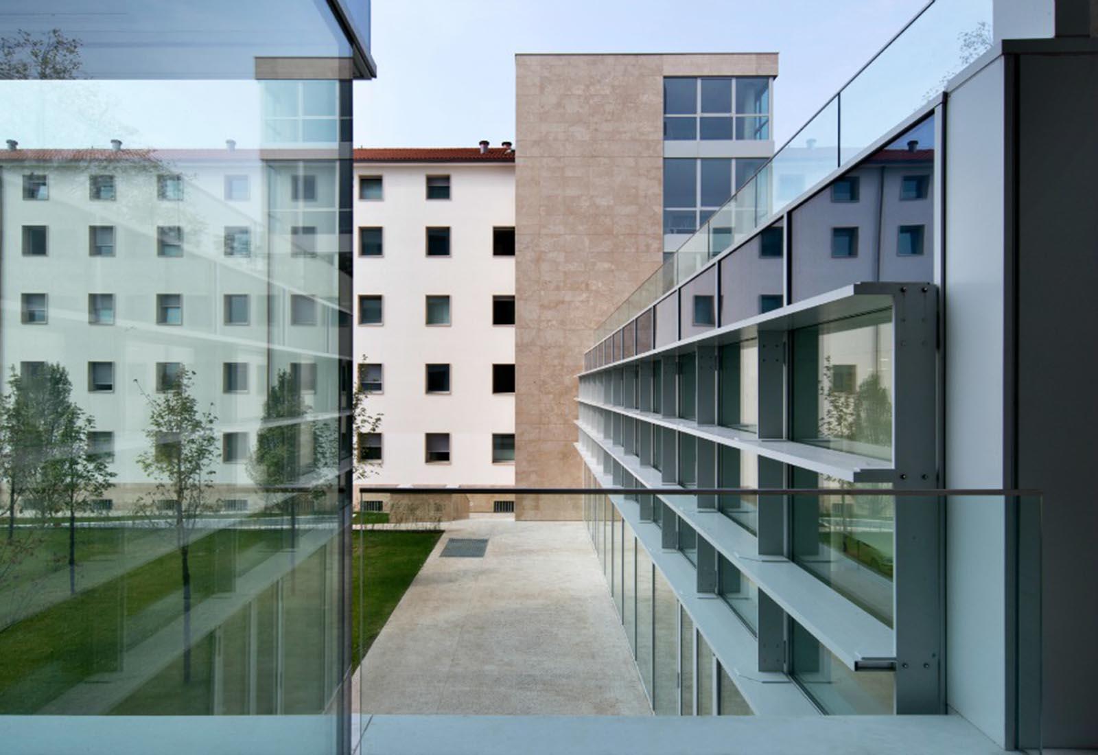 Residenze universitarie Bocconi in viale Isonzo a Milano - Dettaglio della facciata