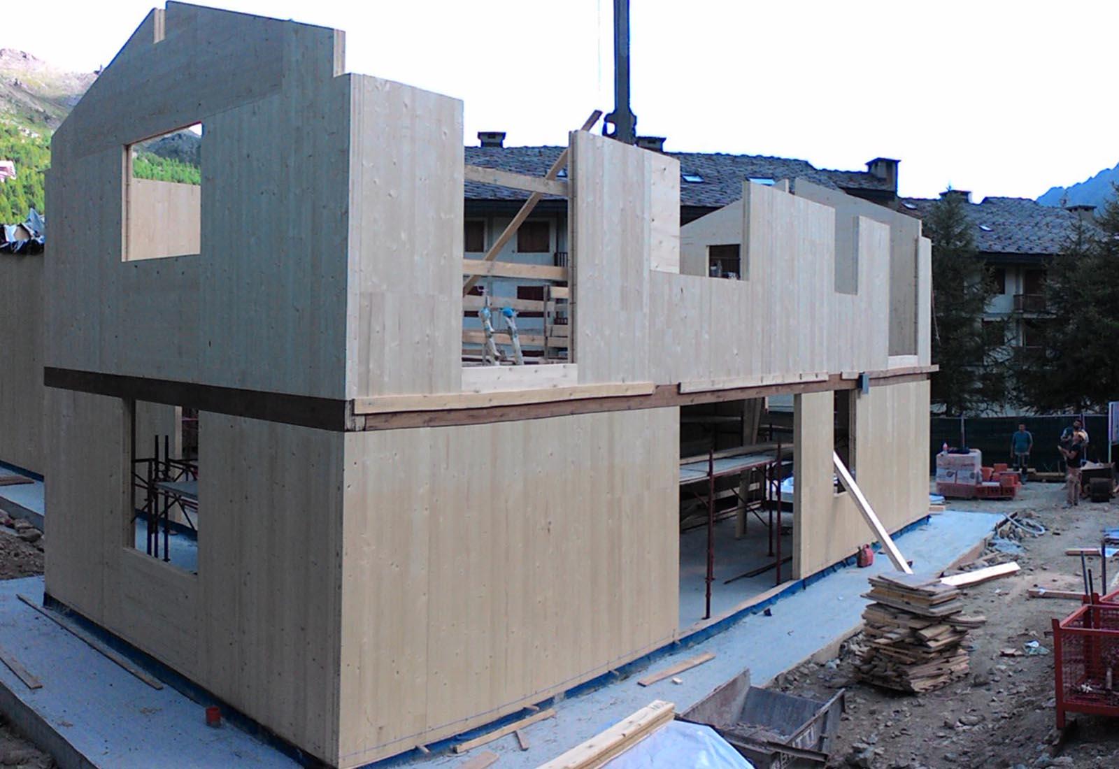 Edificio residenziale a Cervinia - La struttura in elevazione in legno