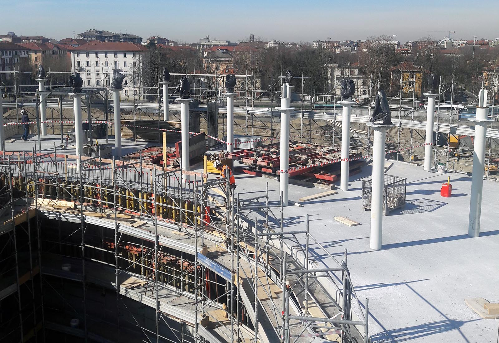 Residenze universitarie Bocconi in via Castiglioni a Milano - I pilastri in acciaio