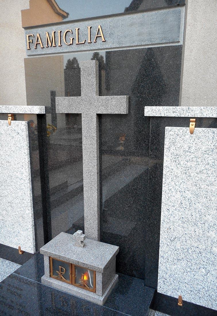 Tomba di famiglia a Rho - Dettaglio