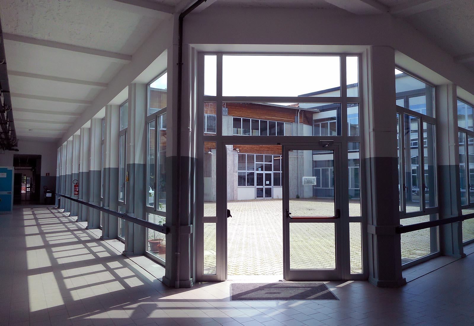 Poliplesso scolastico a Melegnano - Vista della corte
