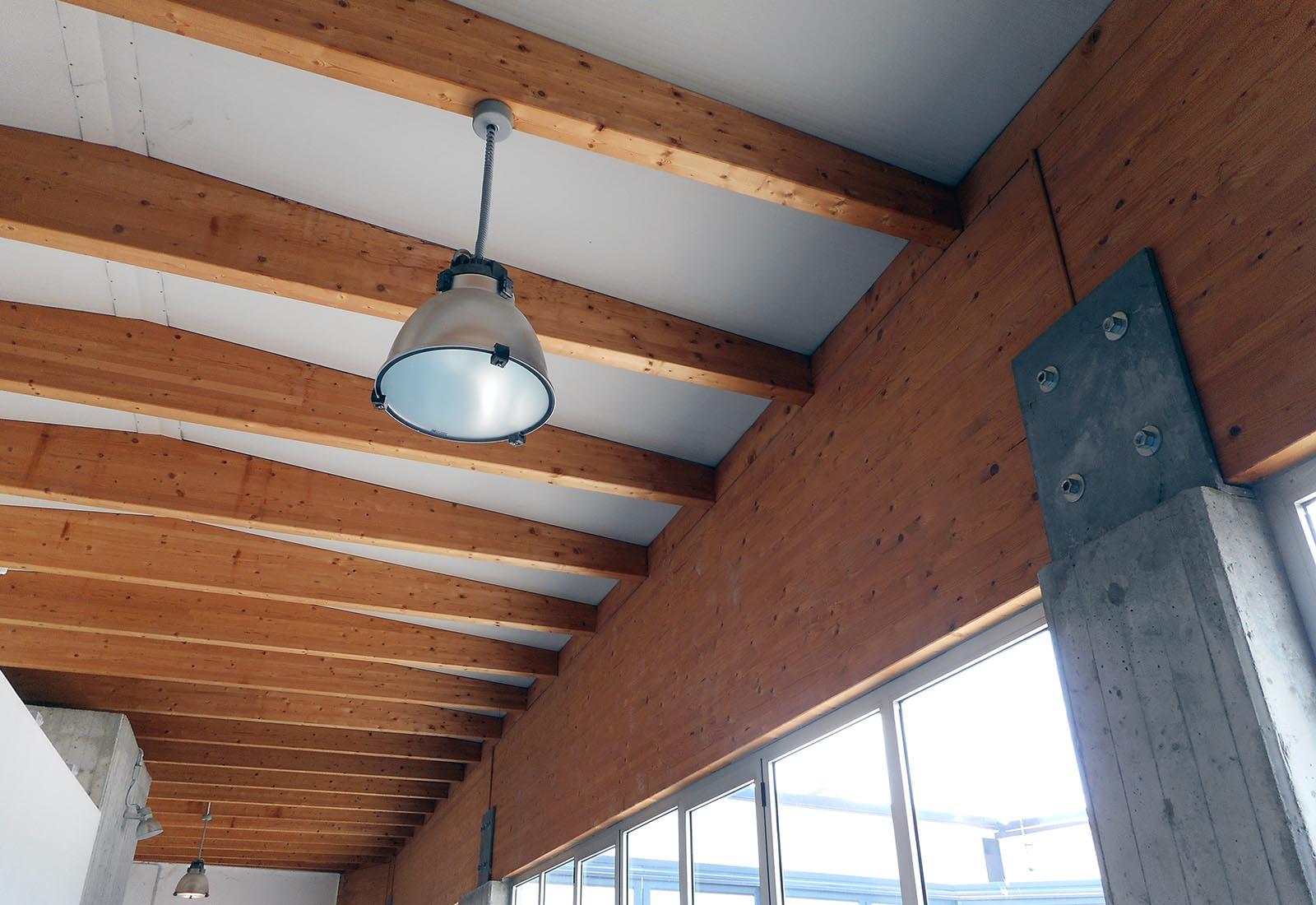 Poliplesso scolastico a Melegnano - Il soffitto del nuovo corpo di collegamento