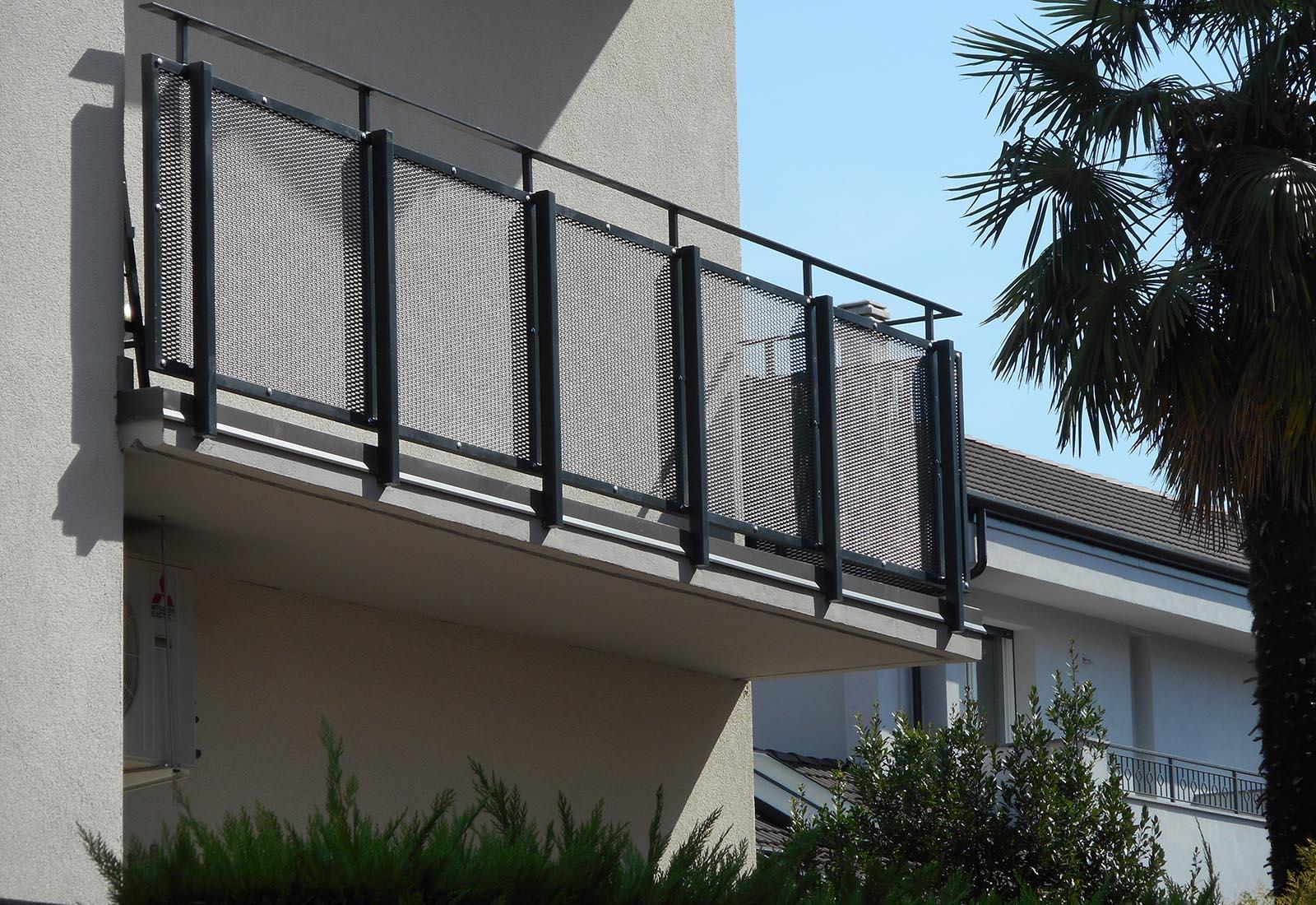 Casa a Rho in via Crocefisso - Dettaglio del balcone
