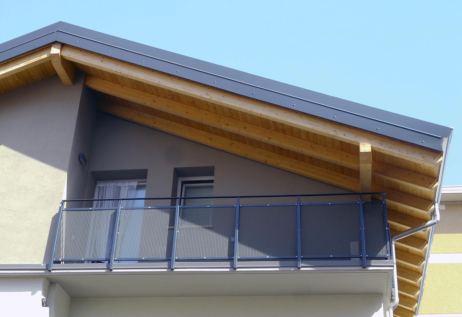 Casa a Rho in via Crocefisso - Dettaglio della facciata